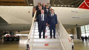 Turkish Cargonun 777F tipi ilk kargo uçağının teslimi kutlandı