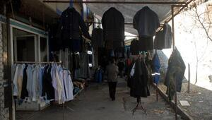 Elazığda ölen kişilerin elbiselerini satan mağazaya büyük ilgi