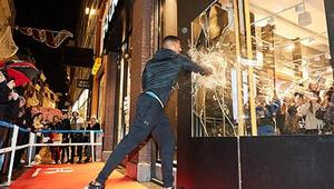 Anthony Joshua dükkan camlarını paramparça etti