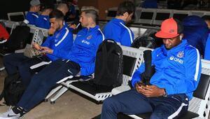Trabzonsporun uçağı 2.5 saat rötarlı kalktı