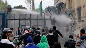 Beyrutta protestocular ABD Büyükelçiliğine girmek istedi