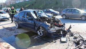 Hatalı sollama yapan otomobil 3 araca çarptı: 3 yaralı