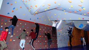 Edremitte squash ve boulder salonları açıldı