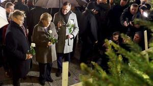 Merkel'den katliam yerine ani ziyaret