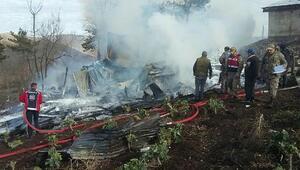 Köydeki yangında 3 çocuk öldü (2)
