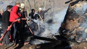 Köydeki yangında 3 çocuk öldü (3)