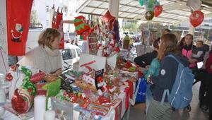 Sokak hayvanları için Noel pazarı
