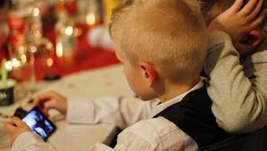 Araştırma: Akıllı telefon, tablet ve TV çocuklarda obeziteyi arttırdı