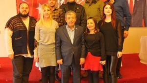 CHP Güzelbahçede gençlerin başkanı Devrim Seyrek
