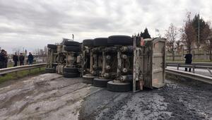TEM yan yolda kaza Trafiğe kapandı