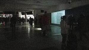 Dünyanın en yoğun havalimanında elektrik kesintisi şoku