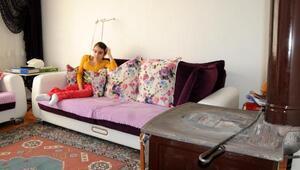 14 yaşındaki Bilge, ağrısı dinsin diye duvarda askıda tutuluyor
