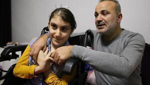 14 yaşındaki Bilge, ağrısı dinsin diye duvarda askıda tutuluyor (3)