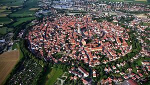 Binaları elmas taşlarla süslü kasaba (Nördlingen)