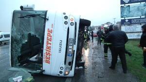 Muratlıda servis minibüsü devrildi: 19 yaralı