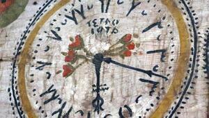 4 asırlık camideki saate benzeyen figürün sırrı çözülemiyor