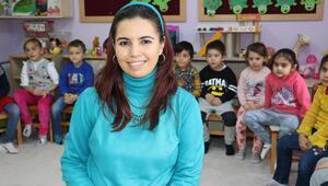 Bakan Yılmaz'dan Nurten öğretmene tebrik