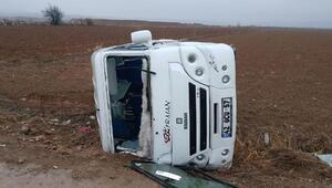Konyada öğrenci servisi devrildi: 19 yaralı
