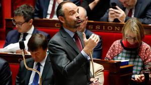 Fransa, başbakanın seyahatini konuşuyor