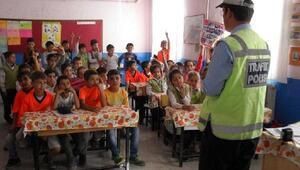 Trafik polislerinden öğrencilere eğitim