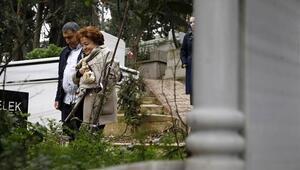 Berna Yılmaz oğlunun mezarı başında...