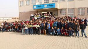 Fenerbahçelilerden Harranlı öğrencilere yardım