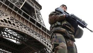 Fransa alarmda 100 bin güvenlik görevlisi şehirlere indi