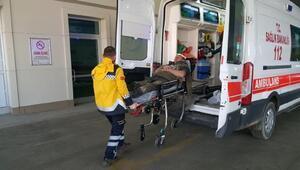 Toprak kayınca çukura düşen 2 işçi yaralandı