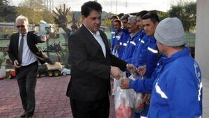 Başkan Gülden belediye personeline hindi