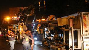 Bariyerlere çarpıp yan yatan kamyonet, metrobüs seferlerini engelledi (Geniş haber)