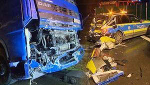 Almanya'da TIR, polis aracına çarptı: 1 ölü