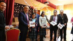 Varto Kaymakamından 110 kız öğrenciye tablet