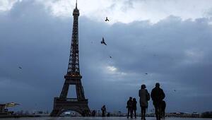 Turuncu alarm verildi: Eyfel Kulesi kapatıldı