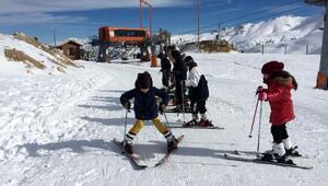 Davrazda çocuklara kayak eğitimi