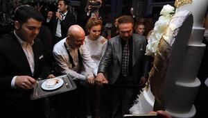 1 yıl rötarlı düğüne ünlü akını