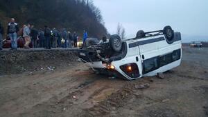 Zonguldakta işçi servisi devrildi: 15 yaralı