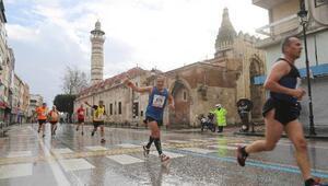 Ünlü atletler kurtuluş maratonunda yarışacak