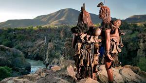 Namibyada yaşayan Himba kadınları sizi çok şaşırtacak...