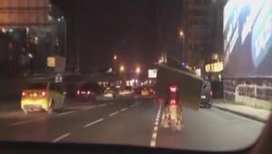 Motosikletle koltuk taşıdı, trafiği tehlikeye düşürdü