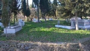 Mezarlıkta kıble şaşkınlığı
