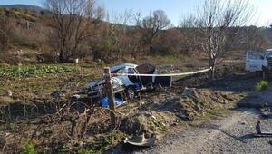 Otomobil ile kamyonet çarpıştı: 1i çocuk 3 ölü, 2 yaralı