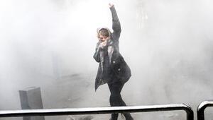 İşte İran'daki protestocu o gençler... Popçunun cenazesinden sokaklara