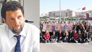 Cezaevi önünde Kavala'ya destek