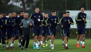 Fenerbahçede 2 futbolcu idmanı yarıda bıraktı