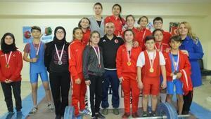 Burhaniyeli halterciler Türkiye Şampiyonası için yarıştı