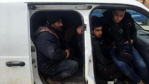 Yayladağında Suriyeli 17 kaçak yakalandı