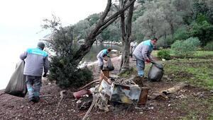 Marmaristeki adalardan 5 ton çöp çıktı
