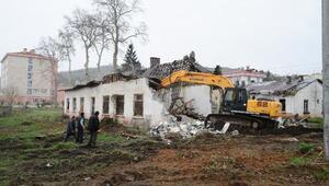 Yıkılan eski köy enstitüsü binaları için ahır ifadesine tepki