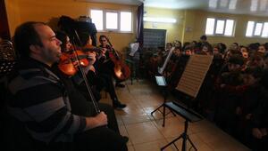 Devlet sanatçılarından köydeki öğrencilere bale eğitimi