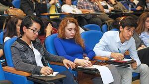 Lise öğrencilerine Yaşar'da münazara eğitimi